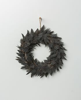 Chestnut feather wreath speckled