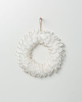 Gabriel feather wreath white with champagne tips