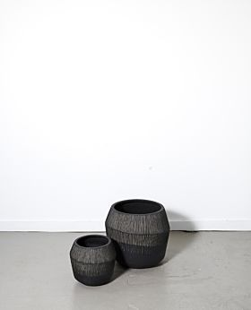 Marmont round textured planter - black
