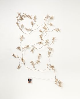 Symphony LED berry & leaf garland