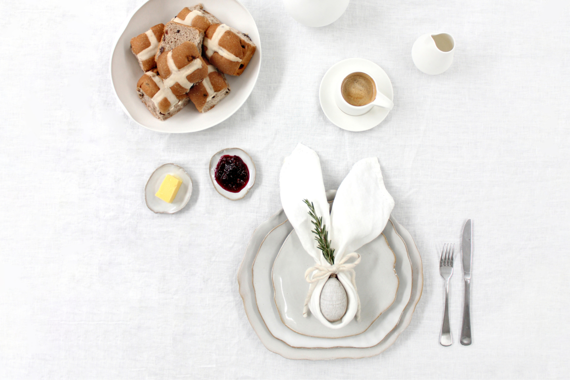 Easy Easter Table Decorating