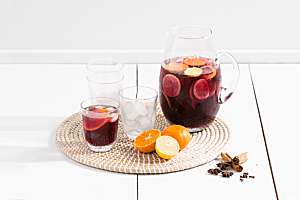 Christmas drinks party: summer mulled wine cocktail